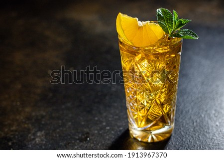 alcoholic beverage cocktail drink ice cube lemon and mint portion on the table meal outdoor top view copy space for text food background rustic image Stock foto ©