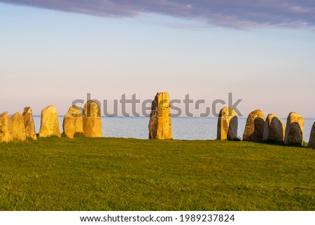 Ale Stones (Ales stenar) Is a megalithic monument of 59 large boulders and is 67 meters long. This landmark is located in Kåseberga, Sweden. Stockfoto ©