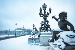 Alexandre III and Invalides building under snow