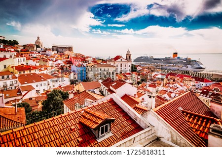 Alfama old town district viewed from Miradouro das Portas do Sol observation point in Lisbon, Portugal Stock foto ©