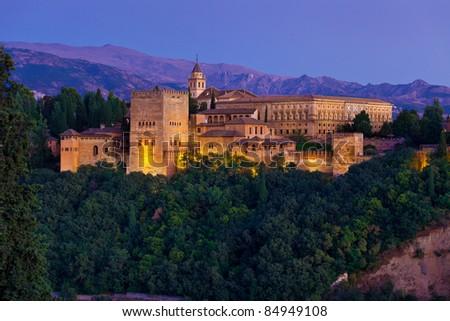 Alhambra de Granada, Palacios Nazaries (Nasrid Palaces) at dusk