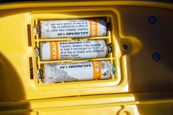 Alkaline batteries with heavy corrosion and acid leakage