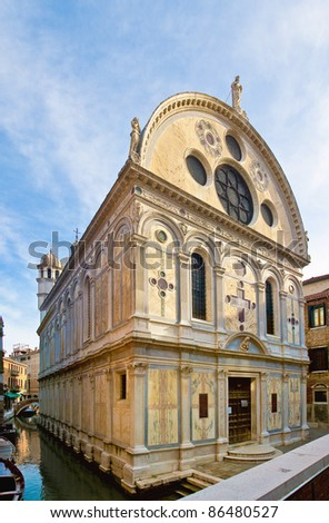 Also known as the marble church,  Maria dei Miracoli church is one of the best examples of the early Venetian Renaissance. Was built between 1481 and 1489 by Pietro Lombardo.