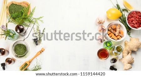 Alternative medicine concept. Herbal medicine and homeopathy Foto stock ©