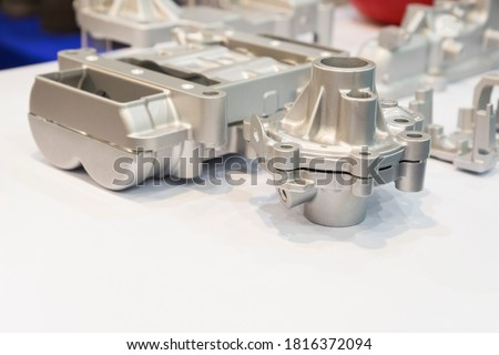 aluminium die casting products made from high pressure injection machine using molten metal and metal tooling or mold ; ADC12 ; engineering background ; high productivity Foto stock ©