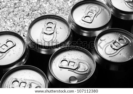 aluminum cans with water drop
