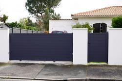 Aluminum metal gate of suburb house