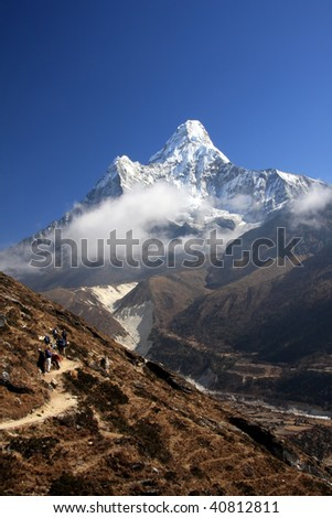 Ama Dablam - Trekkers on route to Everest
