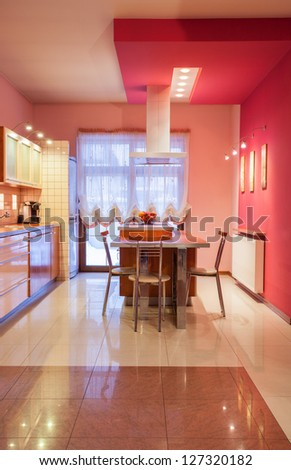 Amaranth house - Kitchen in sweet pink color