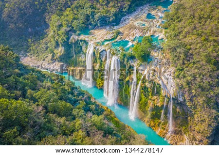 Amazing crystalline blue water of Tamul waterfall at Huasteca Potosina in San Luis Potosi, Mexico  Stockfoto ©