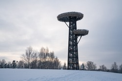 Amazing looking Rõuge watch tower which looks like two bird nests on the tree. Perfect looking weather. Nice fresh snow covering the field. Cool looking view spot with nice tower.