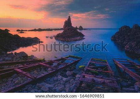 Amazing sunrise from Arrecife de las Sirenas in Cabo de Gata Natural park Foto stock ©