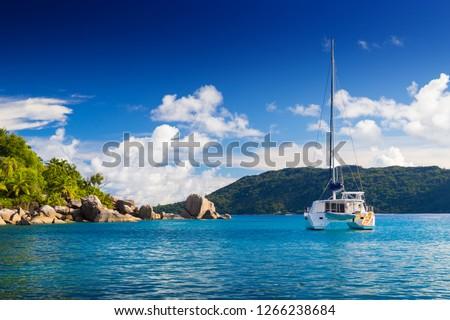 Amazing tropical beach with granite boulders, Felicite, Seychelles Stockfoto ©