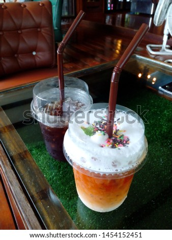 Americano and Thai tea, add milk and whipped cream, sprinkle with a variety of sugar granules.