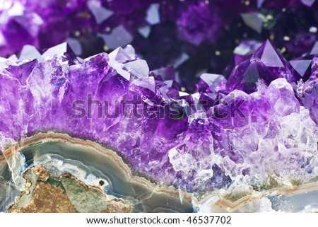 Amethyst druse over agate rock