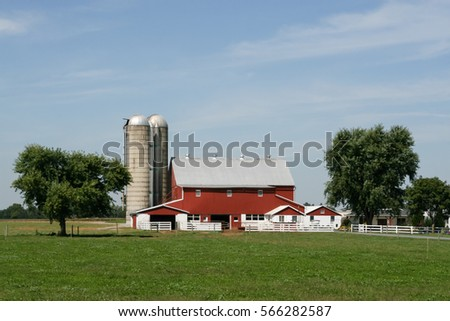 Amish farm and barn in Lancaster, PA