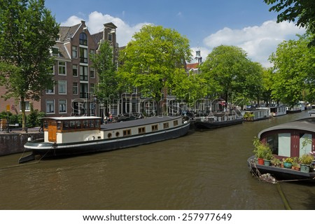 AMSTERDAM - JUN 26: Amsterdam has 2.500 houseboats - from small, simple structures to custom-built, multi-story floating homes, as well as converted commercial vessels. June 26, 2014 in Amsterdam.