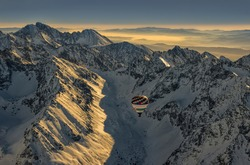 An adventurous balloon flight over the high peaks and rocky peaks of the High Tatras. Discover the adventure and beauty of nature.