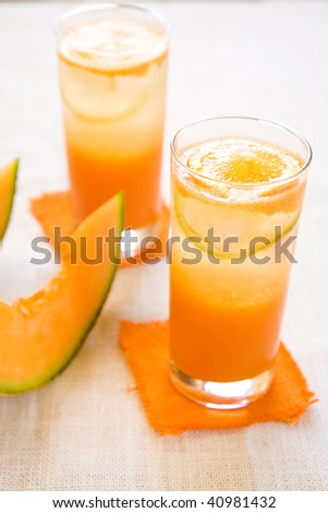 An agua fresca made with cantaloupe/citrus juice and carbonate water