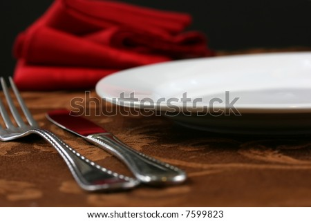 An elegant restaurant table setting in brown and red