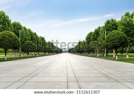 An empty floor in a city park