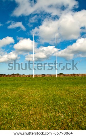 An empty rugby field with a blue sky