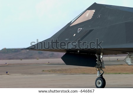 An F-117 Nighthawk taxis out to the runway at the Miramar Air Show, California.
