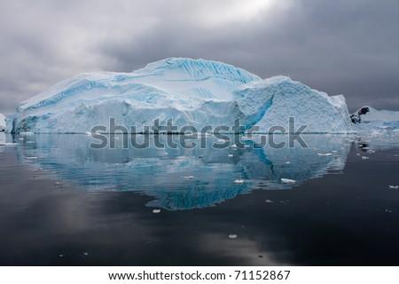 An iceberg reflexion in Antarctica