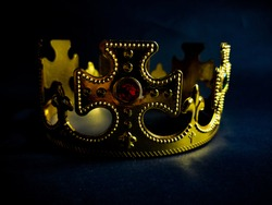 an illustration of a crown made of plastic