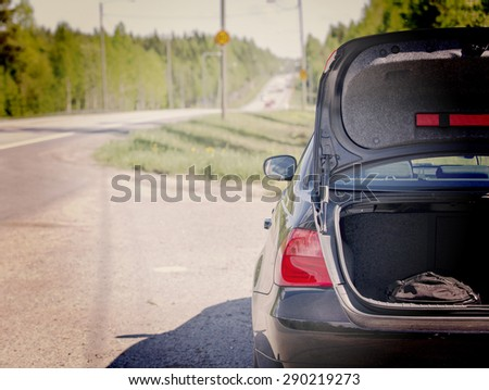 an image of a car trunk open...