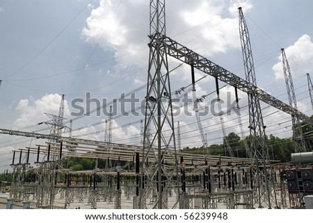 An image of a electrical power station.
