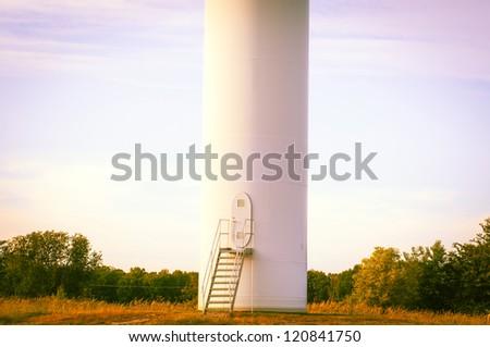 An image of windturbine of suny day