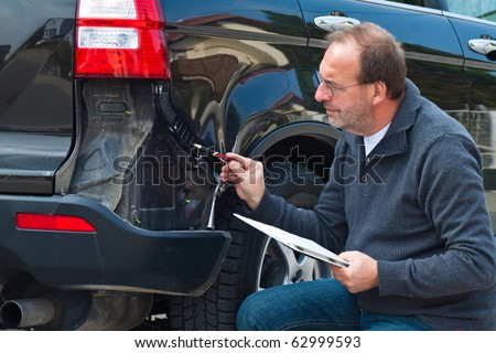 An insurance expert. Case of damage to the car. Car Insurance