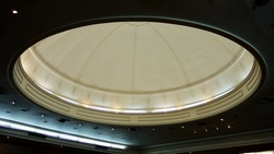 An interior dome ceiling with lightings in a conference room