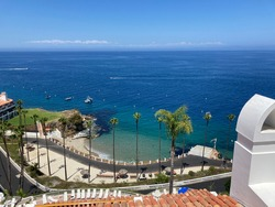 An ocean greets the eye of the viewer from a mountain view of the Pacific Ocean in Catalina Island, otherwise known as Avalon, California.