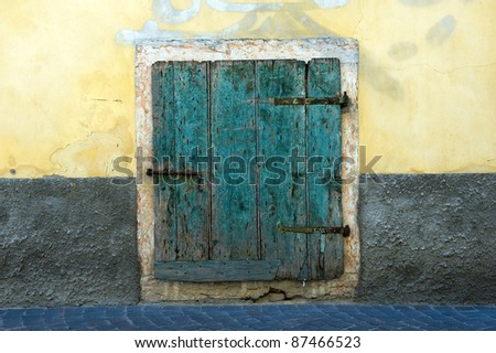 An old green wooden from a house in Toscany in Italy.