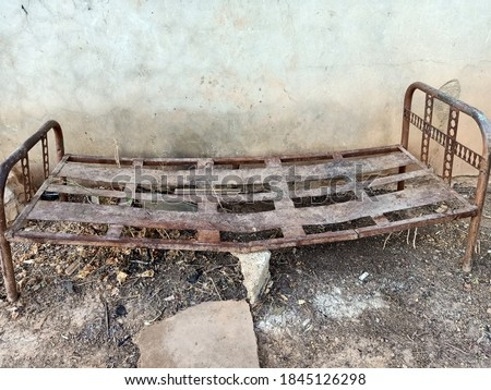 An old iron beb.........SOMETHING OLD Foto stock ©