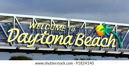 An overhead sign welcoming travelers to Daytona Beach, Florida.