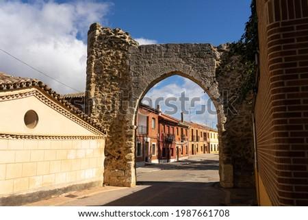 Ancient arch in Becerril de Campos, Palencia, Castilla y León, Spain. Foto stock ©