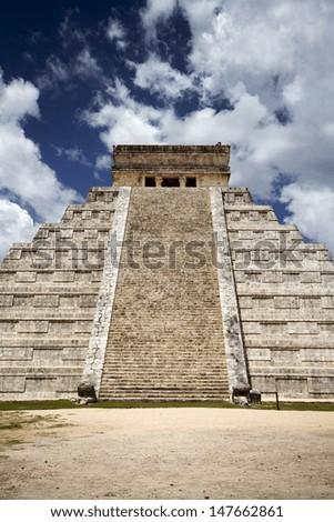 ancient Mayan civilization, great pyramid in Chichen Itza