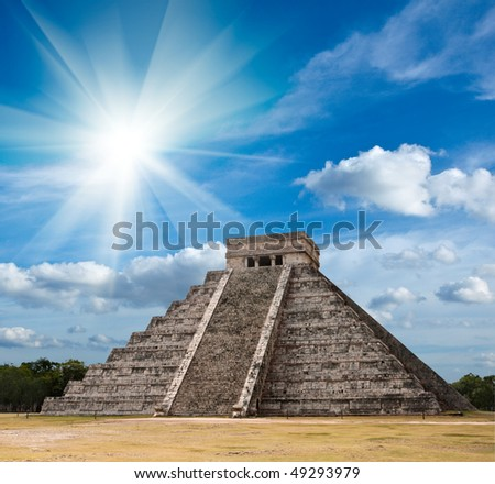 Ancient mayan pyramid in Chichen-Itza, Mexico