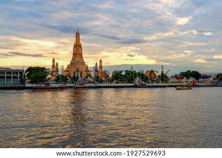 Ancient Pagoda of Wat Arun after renovation.The most beautiful historical site.view from Chao Phraya River side from Bangkok.With long exposure photography created smooth surface on the river Stockfoto ©
