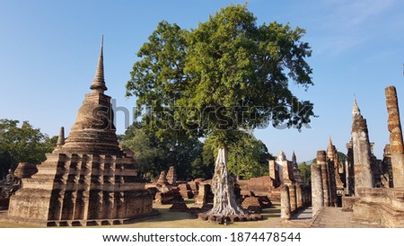 Ancient Pogoda At Sukhothai Historical Park Temple Landscape Zdjęcia stock ©