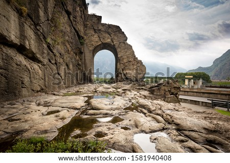 Ancient Roman road and arch in Donnas town, Aosta Valley, Italy Foto d'archivio ©
