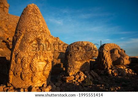 Ancient statues on the top of Nemrut mount, Turkey. The mount Nemrut is listed as UNESCO World Heritage. Adiyaman,Turkey Foto stock ©