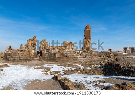 Ani site of historical cities (Ani Harabeleri): first entry into Anatolia, an important trade route Silk Road in the Middle Agesand. Historical Church and temple at sunset in Ani, Kars, Turkey. Foto stock ©