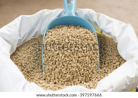 animal feed and shovel Stockfoto ©