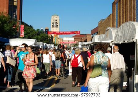 Ann arbor mi july 21 crowds enjoy ann arbor state for Craft show in michigan