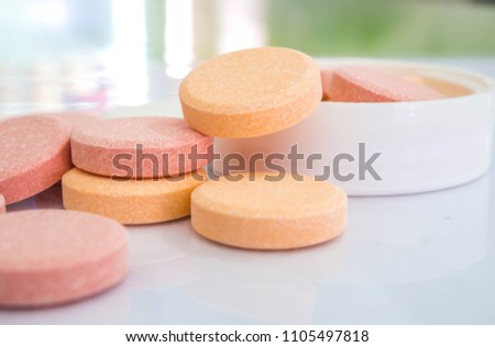 Antacid tablets Calcium Carbonate 500 mg, heartburn relieves in tropical fruit flavor.