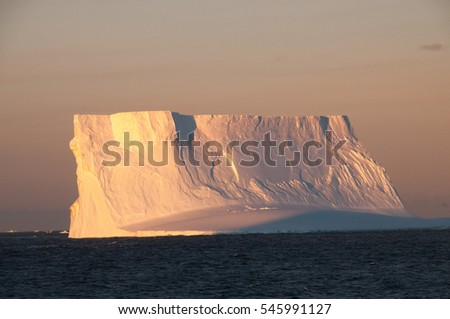 Stock Photo Antarctic Sunset: Impressions of the Weddell Sea, as Seen from an Expedition ship in the Antarctic Peninsula